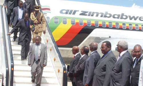 mugabe-at-airport